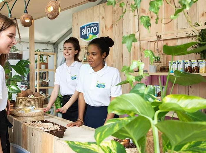 eko stoisko wystawiennicze drewniano-roślinne